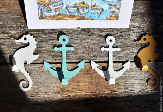 Набор из трёх стальных крючков, дизайн которых навеян мечтами об отдыхе на берегу тёплого моря.