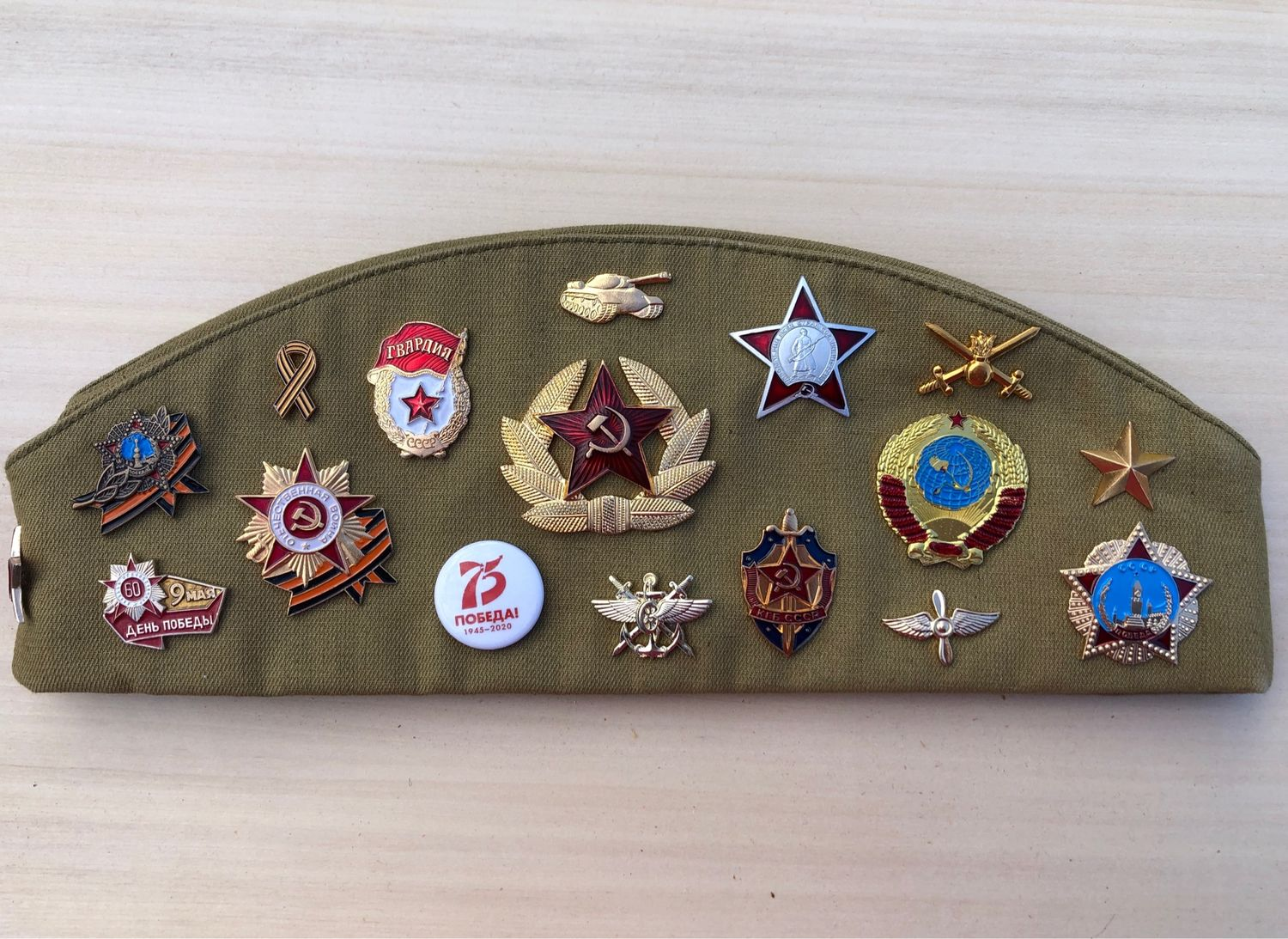 A souvenir soldier's cap with badges of the SOVIET, Pilot, Moscow,  Фото №1