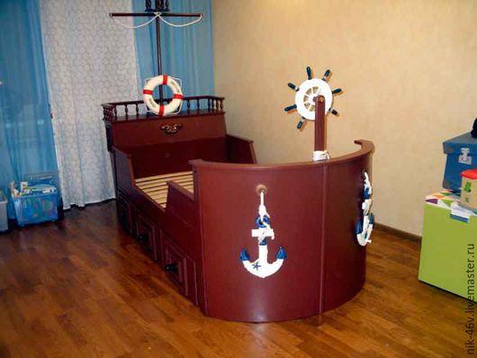 Такой кроватки точно нет у друзей и приятелей вашего ребенка. Но главное - это его радость и новый мир игрового удовольствия...