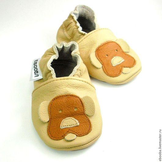Кожаные чешки тапочки пинетки собачка коричневая на бежевом ebooba