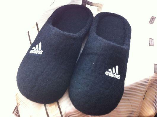 """Обувь ручной работы. Ярмарка Мастеров - ручная работа. Купить Тапочки """"Фирменные"""". Handmade. Чёрно-белый, тапочки валяные"""
