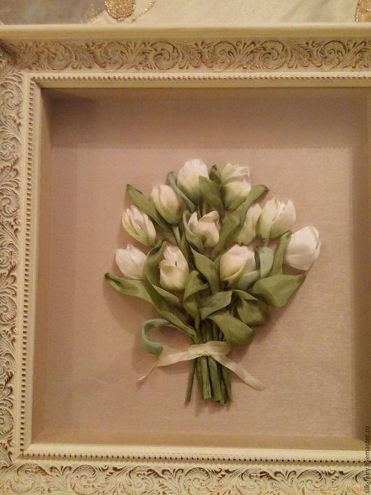 Картина,вышита лентами из натурального шелка. Оформлена в добротную дорогую раму.