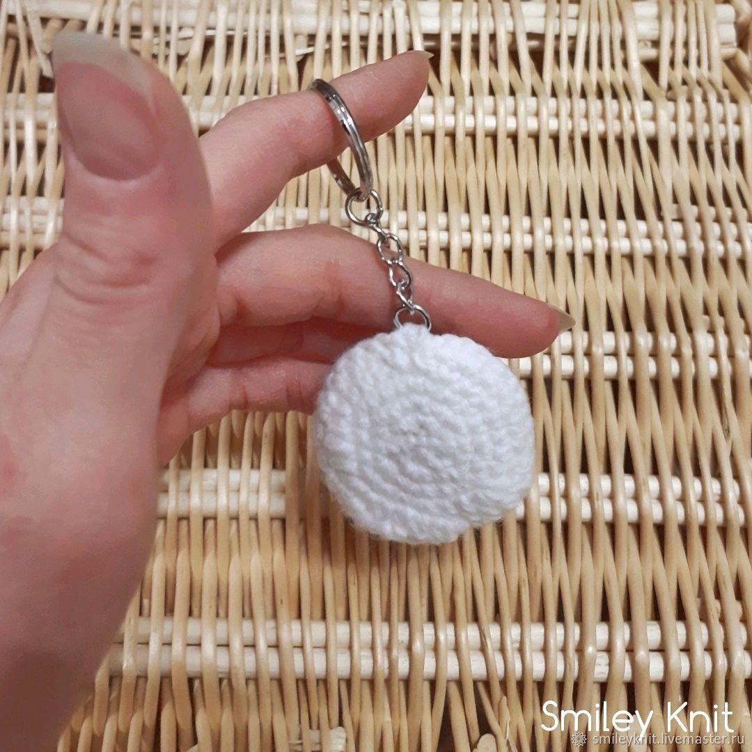 Вязаный брелок яичница глазунья