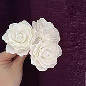 Шпилька ручной работы. Ярмарка Мастеров - ручная работа Свадебные цветы Белые цветы Белая роза  Шпильки для волос Букет невест. Handmade.