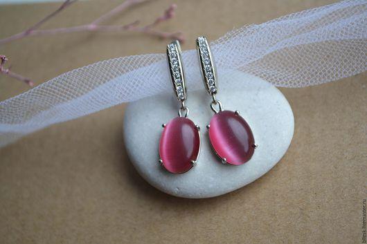 Серьги ручной работы. Ярмарка Мастеров - ручная работа. Купить Серьги с розово-брусничным кошачьим глазом и фианитами. Handmade.
