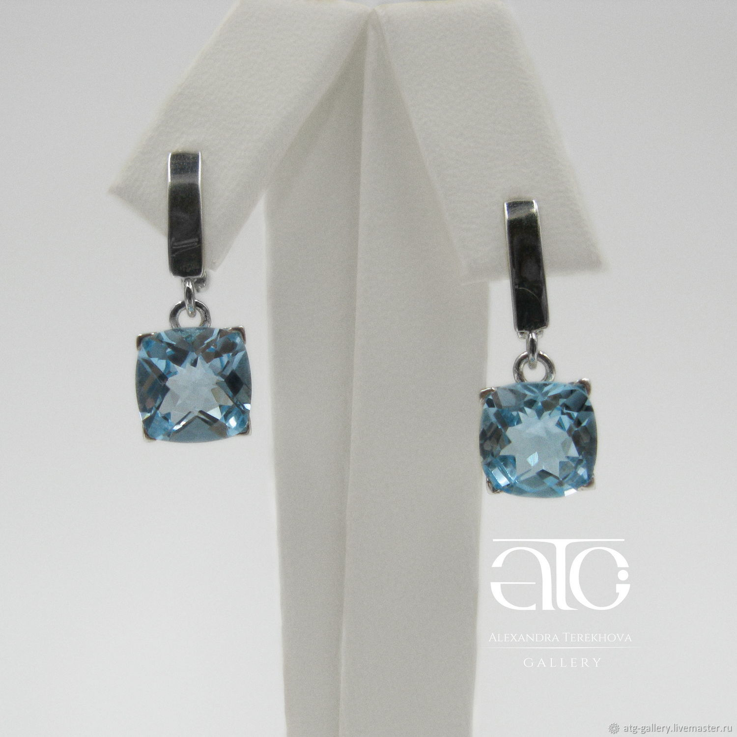 THE ONLY INSTANCE! Wonderful earrings with Sky blue Topaz stones every day! Very beautiful stones, brilliant cut!