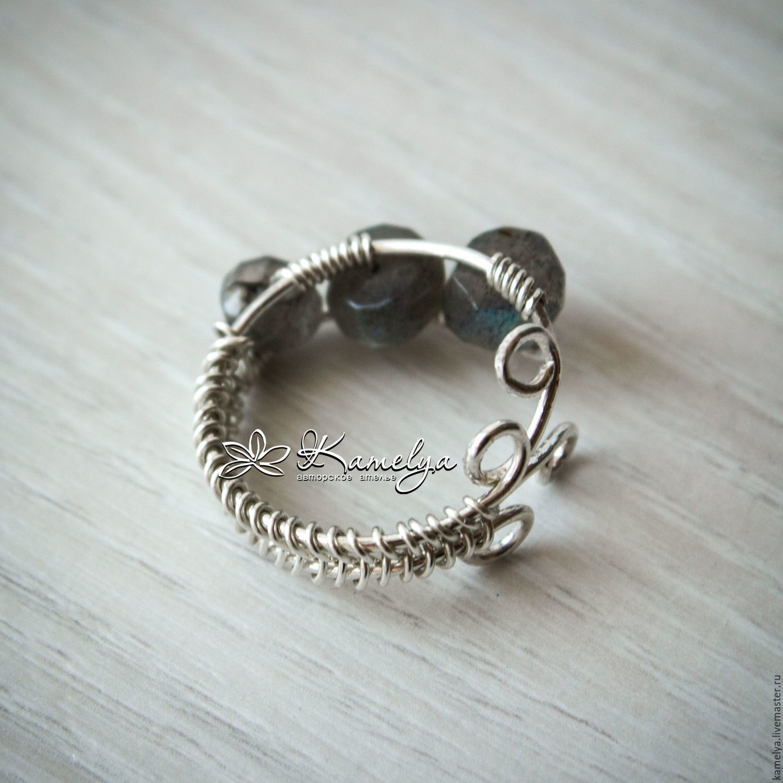 Silver ring with labradorite \