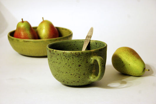 """Кружки и чашки ручной работы. Ярмарка Мастеров - ручная работа. Купить Керамическая чашка """"Груша"""". Handmade. Зеленый, чашка для кофе"""