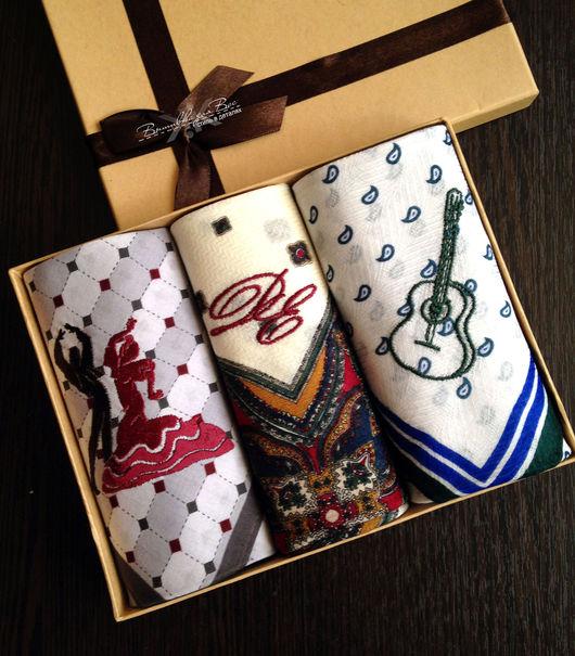 платок носовой мужской с вышивкой инициалов