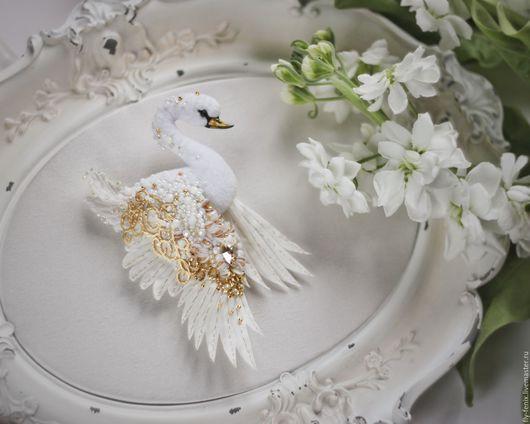 """Броши ручной работы. Ярмарка Мастеров - ручная работа. Купить Брошь Лебедь """"Белое с золотом"""". Handmade. Лебедь, белое, золото"""