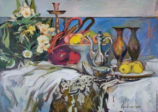 Картина маслом  с кальяном, цветами и фруктами. Красный кальян на голубом. Интенсивное сочетание утончённого цвета на фоне цветов и блестящей посуды.
