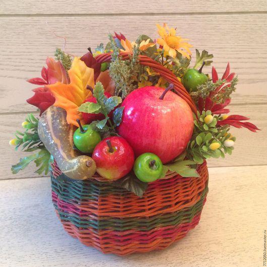 яркая осенняя корзинка для интерьера подарок врачам учителям коллегам осеннее настроение яблоко кабачок кленовые листья зеленые яблоки красные яблоки подарок для школы для дома