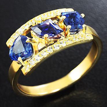 Украшения ручной работы. Ярмарка Мастеров - ручная работа Кольца: Золотое кольцо с насыщенными синими сапфирами авторской огранк. Handmade.
