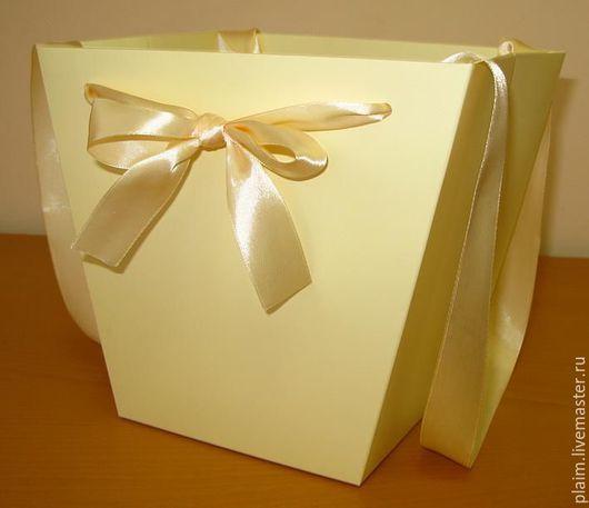 Плайм коробка бежевого цвета.