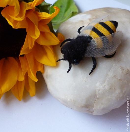 """Броши ручной работы. Ярмарка Мастеров - ручная работа. Купить Мини-брошь из кожи """"Пчелка"""". Handmade. Желтый, прошлое, миниатюра"""