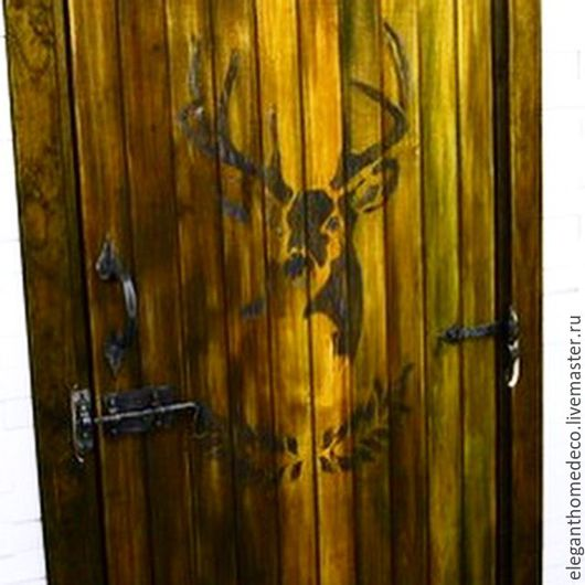 Декорирование стандартной банной двери из липы в стиле Рустик с использованием кованной фурнитуры