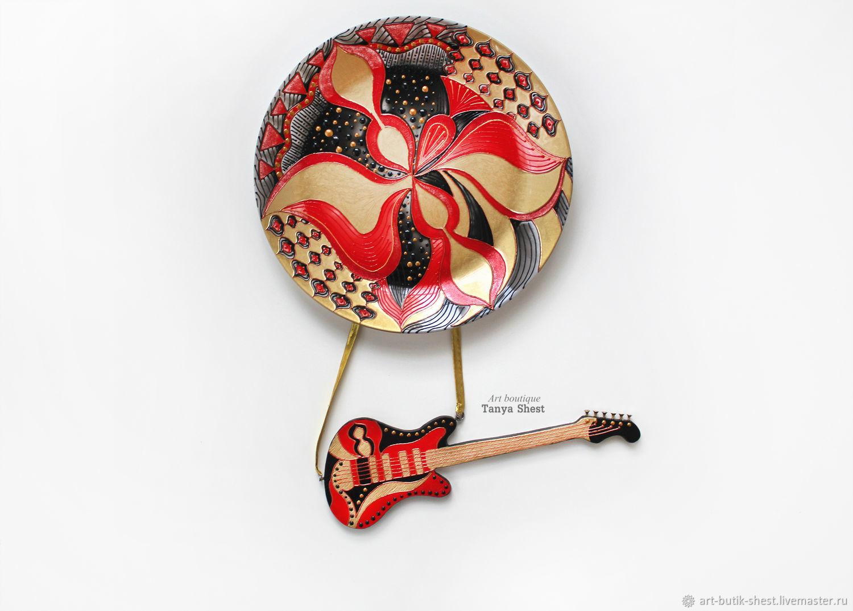 Декоративная посуда ручной работы. Ярмарка Мастеров - ручная работа. Купить Тарелка на стену с гитарой 'Глэм-рок' ручная роспись. Handmade.