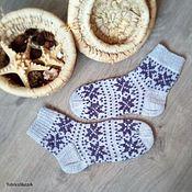 Аксессуары ручной работы. Ярмарка Мастеров - ручная работа Серые теплые мужские носки с жаккардом ручного вязания. Handmade.