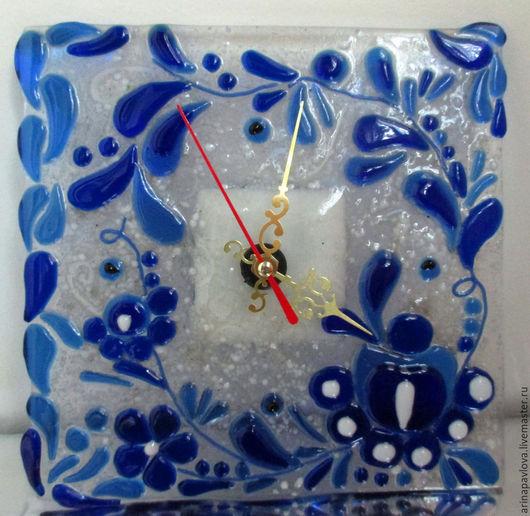 Часы для дома ручной работы. Ярмарка Мастеров - ручная работа. Купить Часы из стекла Почти как гжель, фьюзинг. Handmade. Разноцветный