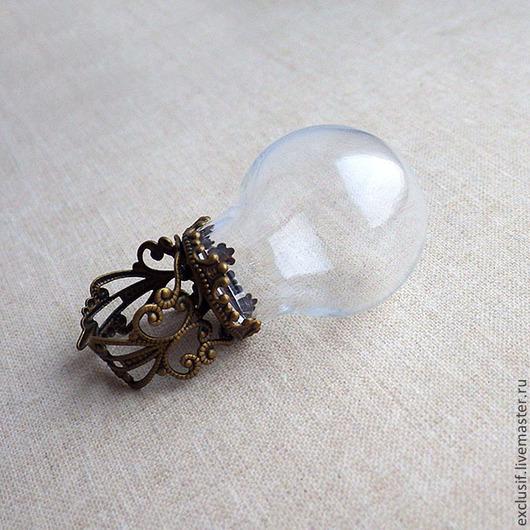 Фурнитура для украшений - основа для кольца разъемная сс стеклянным куполом, шаром, сферой. Цвет кольца - античная бронза. Основа для кольца безразмерная, разъемная. Диаметр стеклянного шара 2,5 см