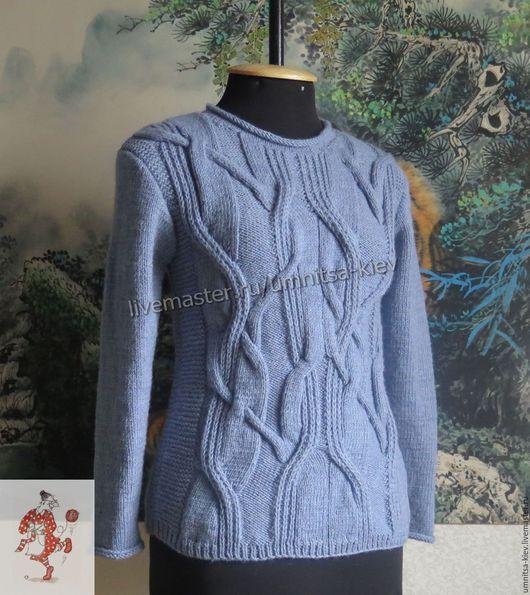 Женский вязаный свитер `Загадка` связан из полушерсти.