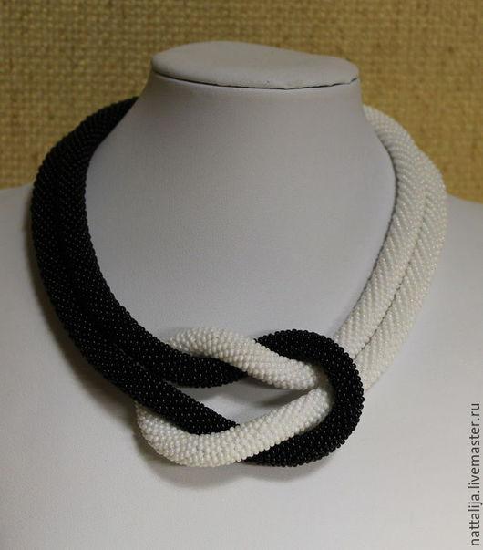 """Колье, бусы ручной работы. Ярмарка Мастеров - ручная работа. Купить Бисерный жгут """"Чёрное&Белое"""". Handmade. Чёрно-белый"""