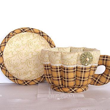 Для дома и интерьера ручной работы. Ярмарка Мастеров - ручная работа Текстильная чашка с блюдцем. Конфетница, подарок, коричневая, в клеточ. Handmade.