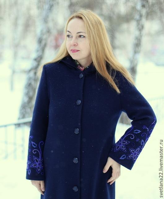 """Верхняя одежда ручной работы. Ярмарка Мастеров - ручная работа. Купить Теплое пальто """"Королевская накидка с синим бисером"""". Handmade."""