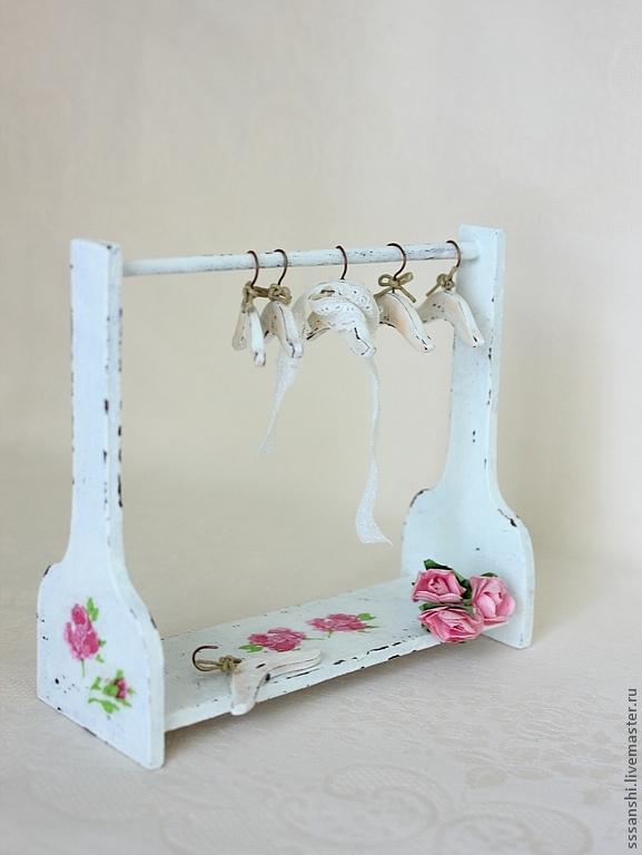 Как сделать вешалку для кукол одежды своими руками