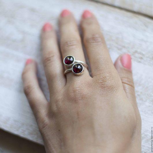 Кольца ручной работы. Ярмарка Мастеров - ручная работа. Купить Серебряное кольцо двойное с гранатом - 8 мм. Handmade. Бордовый