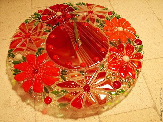 """Часы для дома ручной работы. Ярмарка Мастеров - ручная работа. Купить Часы настенные """"Красные цветы""""(фьюзинг). Handmade. Ярко-красный"""