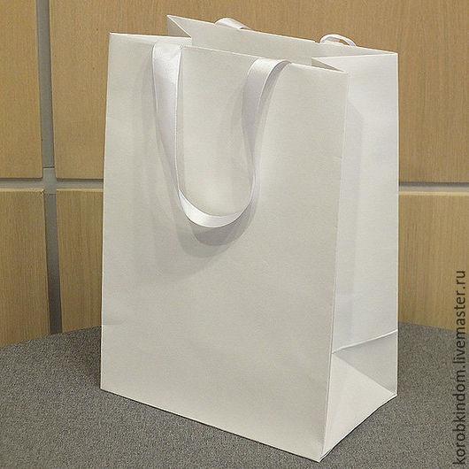 Упаковка ручной работы. Ярмарка Мастеров - ручная работа. Купить Бумажный пакет 25х35х15 с ручками-лентами белый. Handmade. Пакет