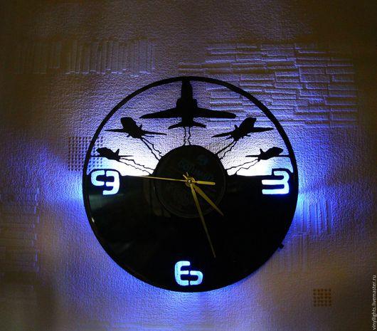Часы для дома ручной работы. Ярмарка Мастеров - ручная работа. Купить Часы настенные с подсветкой из виниловой пластинки Самолеты. Handmade.