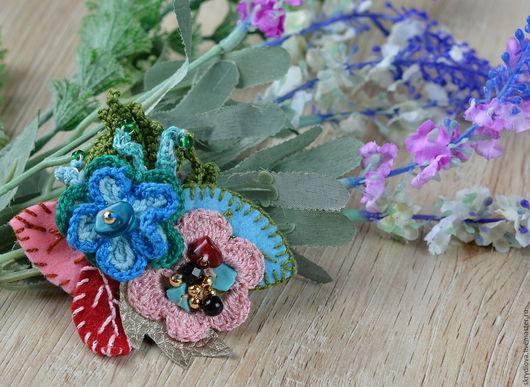 """Броши ручной работы. Ярмарка Мастеров - ручная работа. Купить Вязаная брошь-цветок  в стиле """"бохо"""" Розово - Голубой Микс. Handmade."""