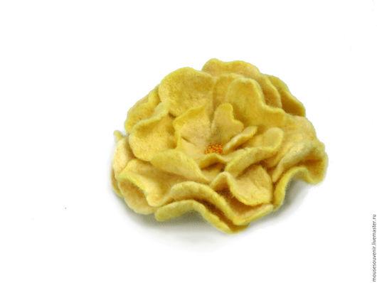Броши ручной работы. Ярмарка Мастеров - ручная работа. Купить Брошь из шерсти Желтый Пион. Оригинальный подарок для женщины. Handmade.