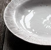 Посуда ручной работы. Ярмарка Мастеров - ручная работа Белая тарелка с рифленым бортом. Handmade.