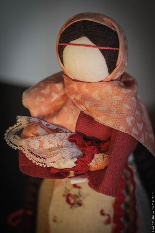 """Народные куклы ручной работы. Ярмарка Мастеров - ручная работа. Купить Кукла-оберег """"Мамка"""". Handmade. Коралловый, мамушка"""
