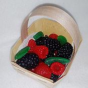Подарки к праздникам ручной работы. Ярмарка Мастеров - ручная работа Подарок женщине Набор мыла ручной работы Лукошко с ягодами. Handmade.