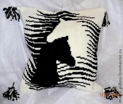"""Текстиль, ковры ручной работы. Ярмарка Мастеров - ручная работа. Купить Подушка """" Кони и любовь"""". Handmade. Чёрно-белый"""