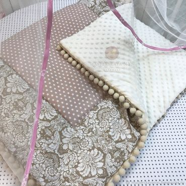 Для дома и интерьера ручной работы. Ярмарка Мастеров - ручная работа Бежевое одеяло с помпошками. Handmade.
