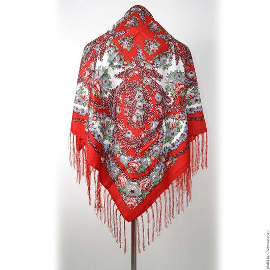 Шерстяной платок с бахромой в русском стиле.
