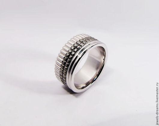 Кольцо из белого золота 585 пробы с покрытием черного родия.