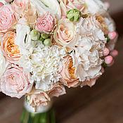 Свадебный салон ручной работы. Ярмарка Мастеров - ручная работа Букет невесты из роз и ранункулюсов. Handmade.