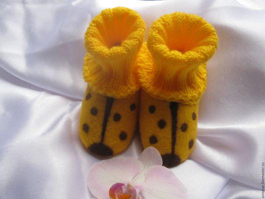 Для новорожденных, ручной работы. Ярмарка Мастеров - ручная работа. Купить Пинетки валяные Желтые божьи коровки. Handmade. Желтый