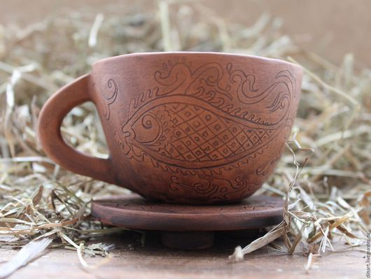 Кружка керамическая `Золотая рыбка` - это ручная лепка, без применения гончарного круга. Рисунок нанесен от руки, без использования штампов. Молочный обжиг. Экологически чистая посуда.