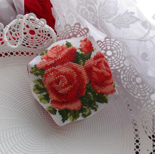 Персональные подарки ручной работы. Ярмарка Мастеров - ручная работа. Купить Игольница бискорню  Розы подарочная. Handmade. Розы, что подарить