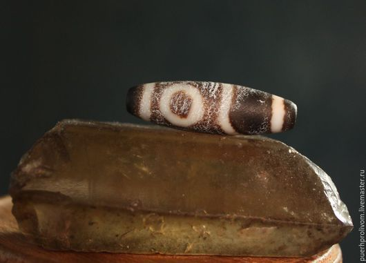 Колье, бусы ручной работы. Ярмарка Мастеров - ручная работа. Купить Древняя тибетcкая родовая буcинка Дзи 2 глаза. Handmade.
