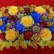 """Цветы и флористика ручной работы. Ярмарка Мастеров - ручная работа """"Моей любимой"""" цветы, букет, композиция из живых цветов с клубникой. Handmade."""
