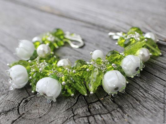 Браслет лэмпворк Ландыши в зелени:) В браслете 5 цветочков ландышей