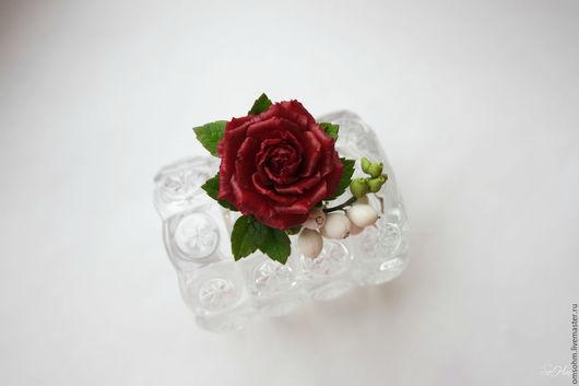 """Заколки ручной работы. Ярмарка Мастеров - ручная работа. Купить Зажим для волос """"Роза и снежноягодник"""". Handmade. Бордовый, роза в прическу"""